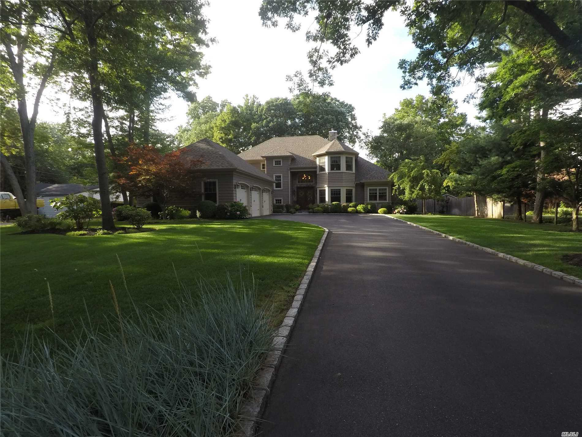 Photo of home for sale at 144 Shady Ln, Smithtown NY