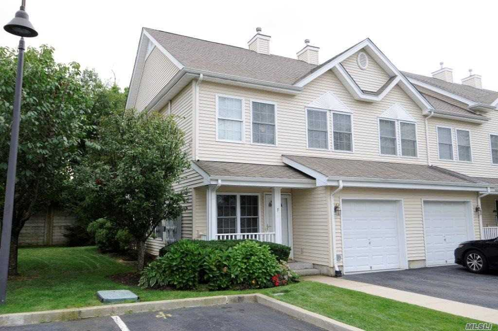 Property for sale at 7 Autumn Dr, Plainview,  NY 11803