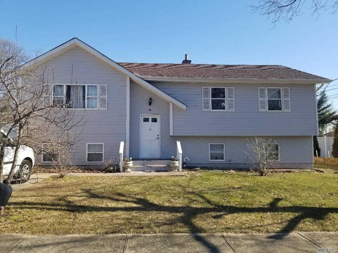 Photo of home for sale at 15 Hoffman Ln, Central Islip NY