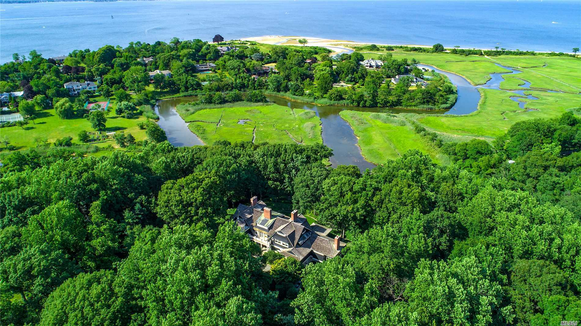 Photo of home for sale at 38 Sousa Dr, Sands Point NY