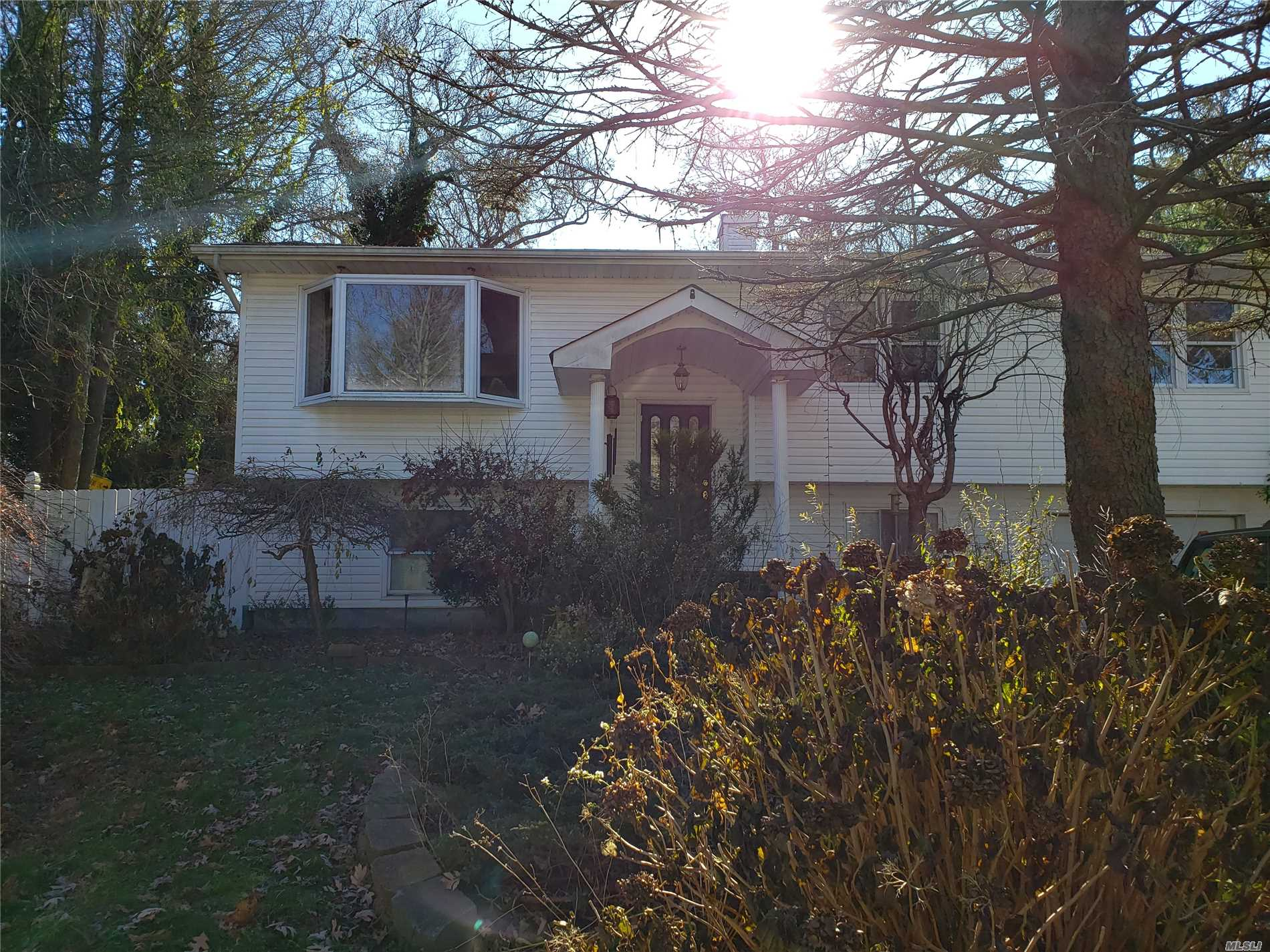 Photo of home for sale at 62 Annette Ave, Smithtown NY