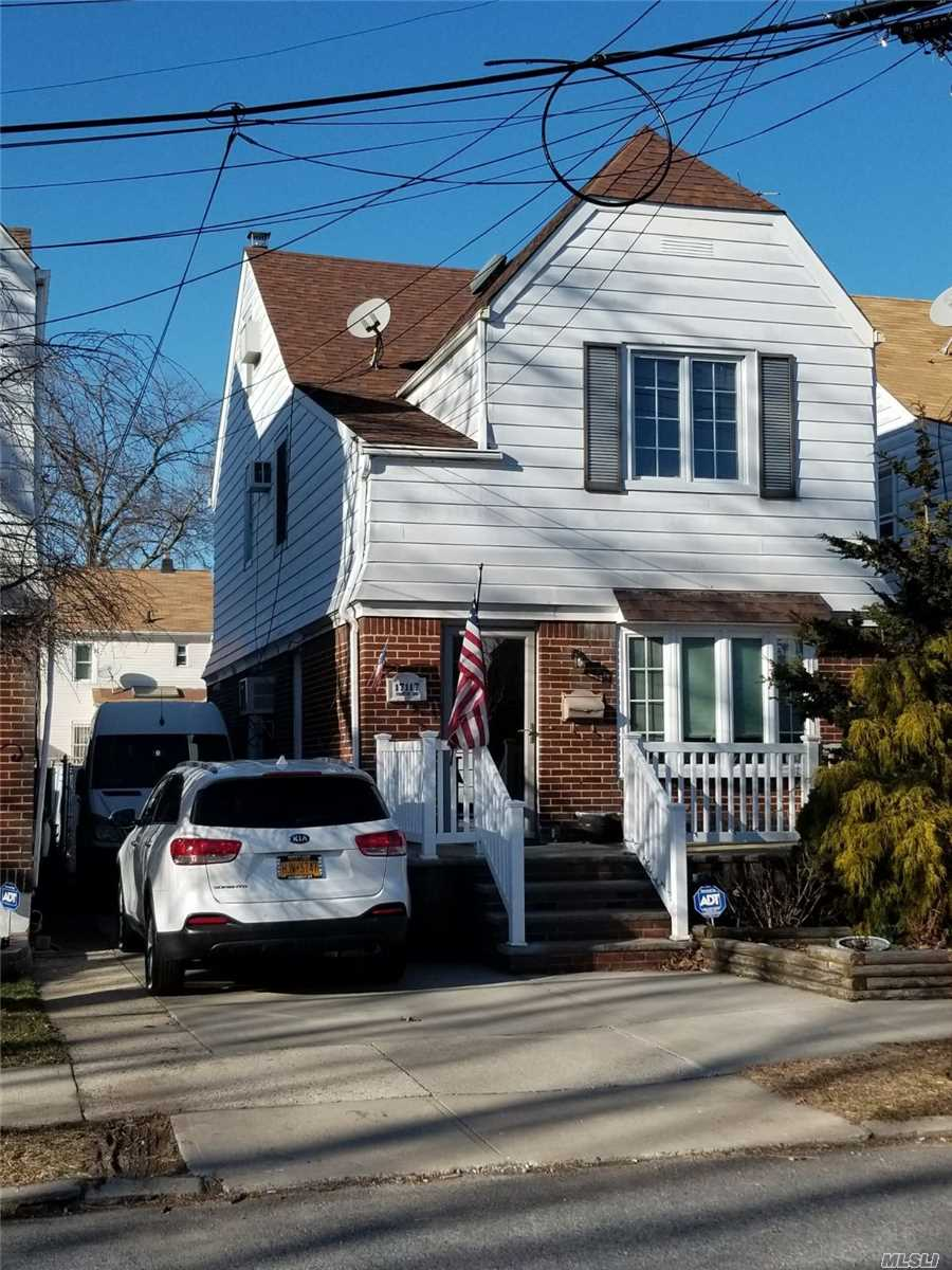 Photo of home for sale at 171-17 Courtney Ave, Flushing NY