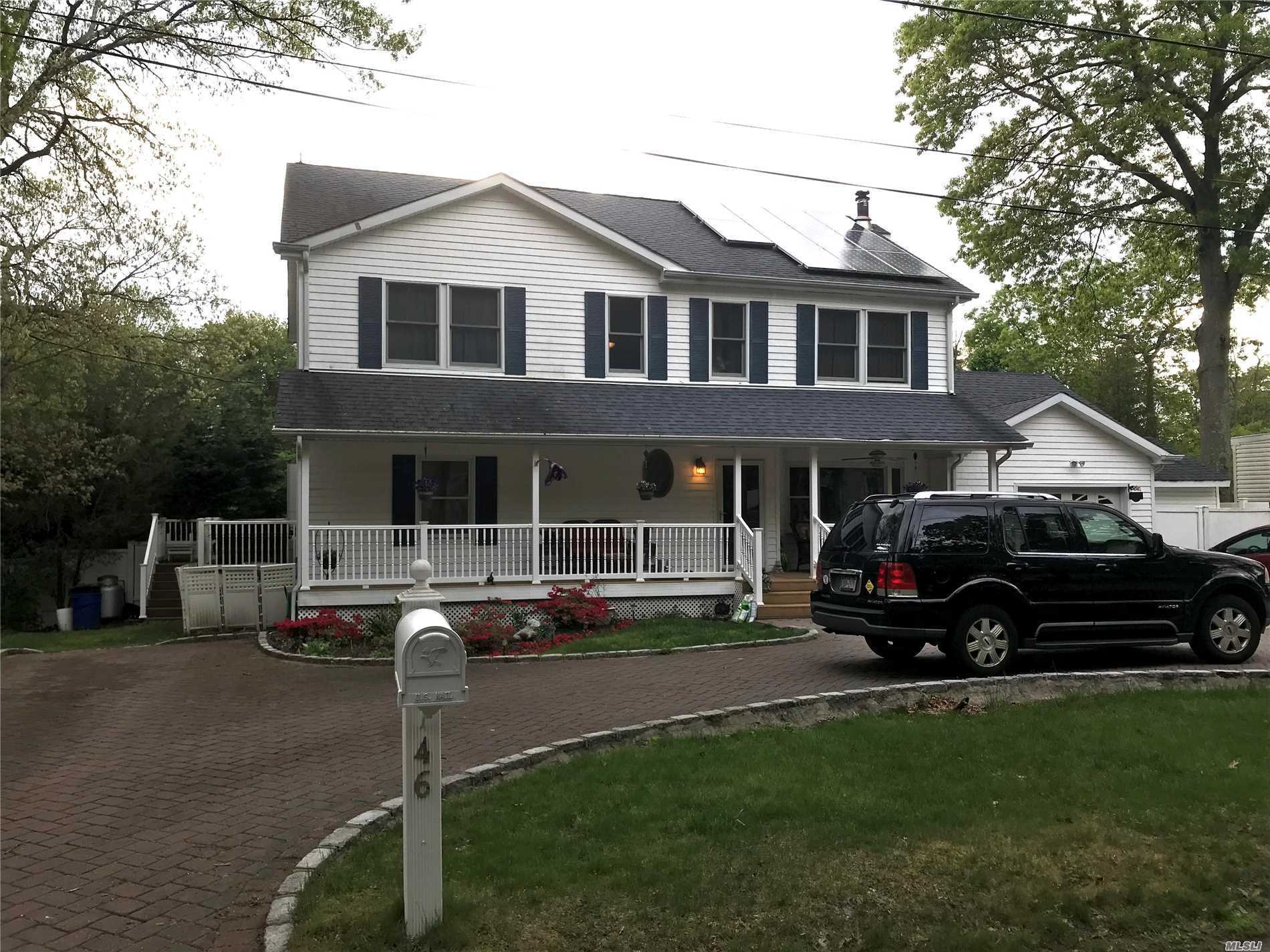 Photo of home for sale at 46 Jefferson Ave, Patchogue NY