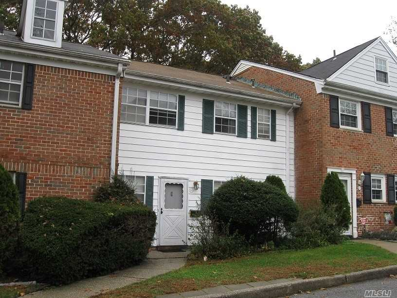 Property for sale at 804 Towne House Vlg, Hauppauge,  NY 11749
