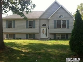 Photo of home for sale at 129 Dana Ave, Mastic NY
