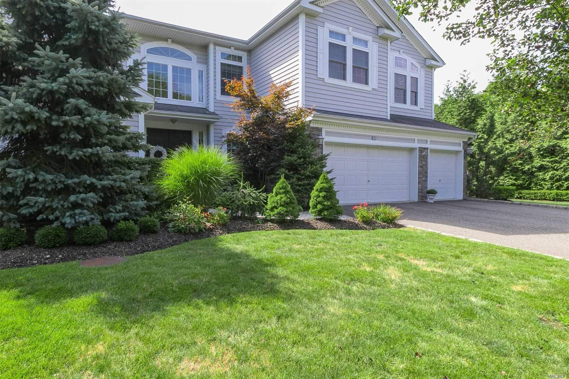 Photo of home for sale at 54 Monterrey Dr, St. James NY