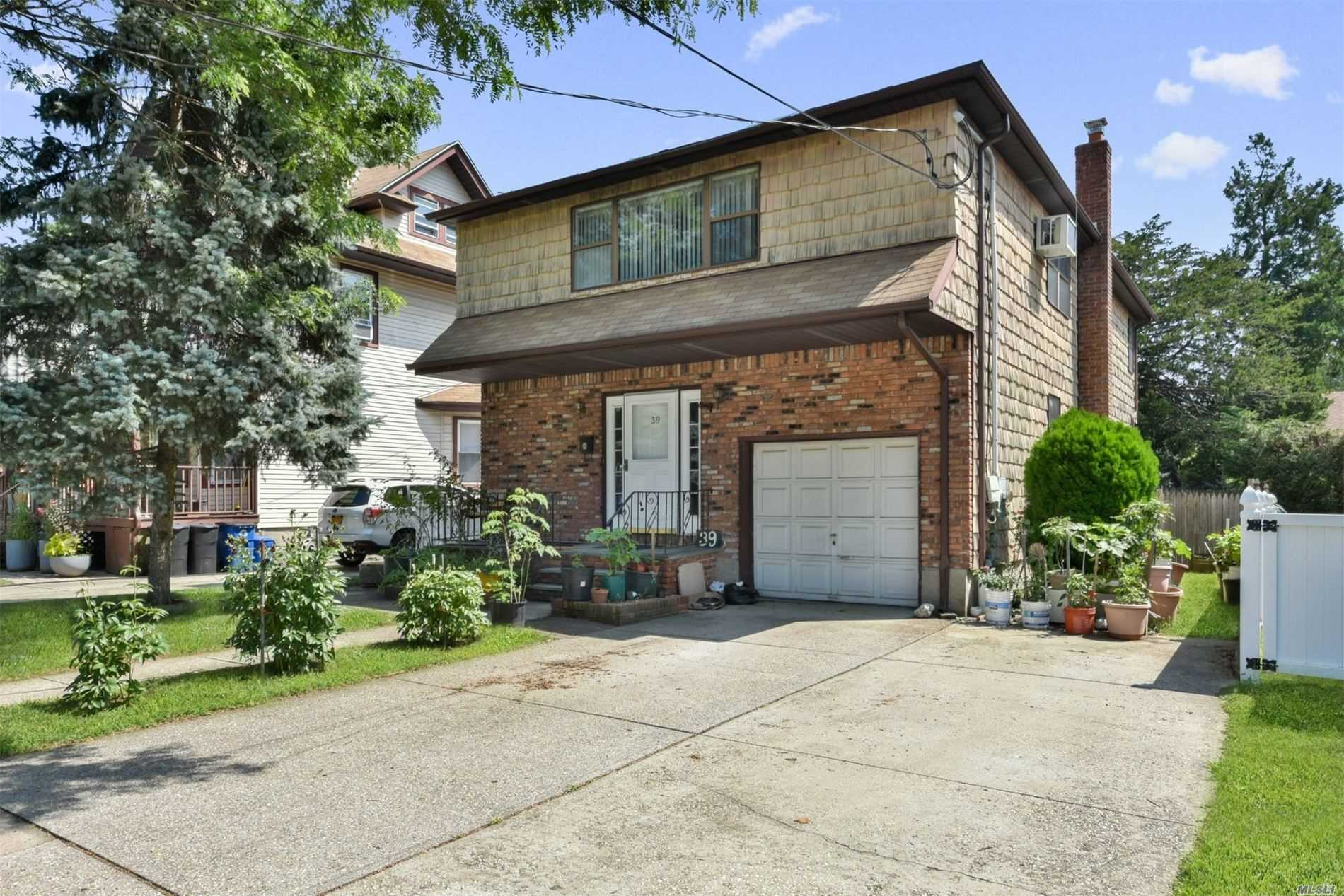 Property for sale at 39 Irving Ave, Floral Park,  New York 11001