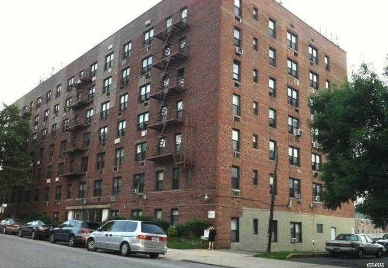 Photo of home for sale at 152-72 Melbourne Ave, Flushing NY