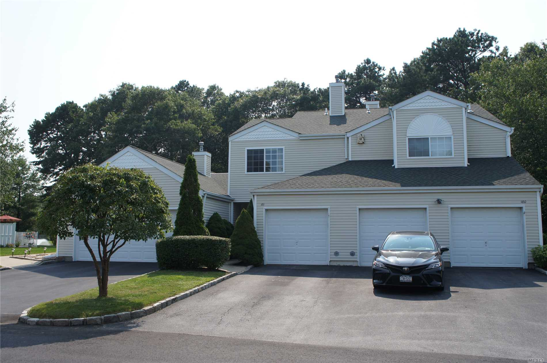 Property for sale at 181 Gothic Cir, Manorville,  NY 11949