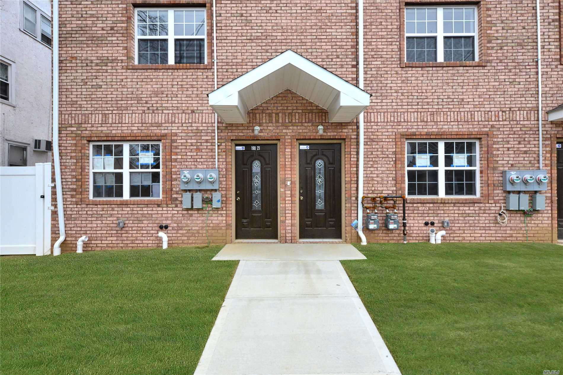 Photo of home for sale at 190-21 Dormans Rd, St. Albans NY