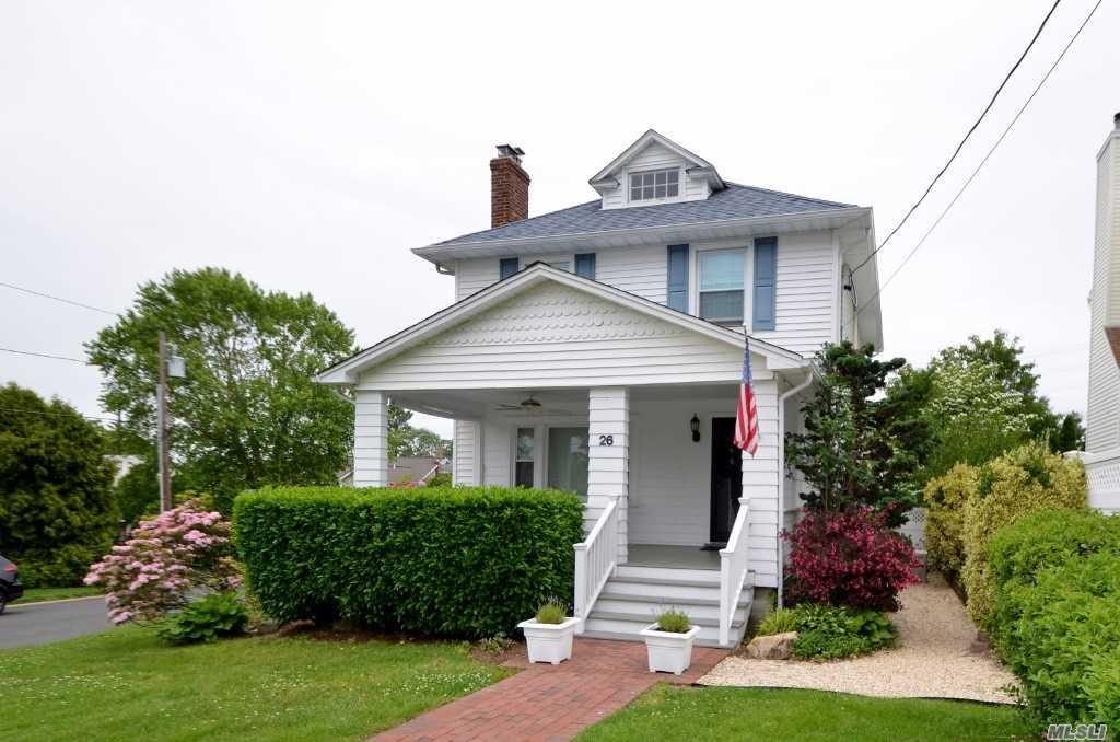 Photo of home for sale at 26 Sylvia St, Glen Head NY