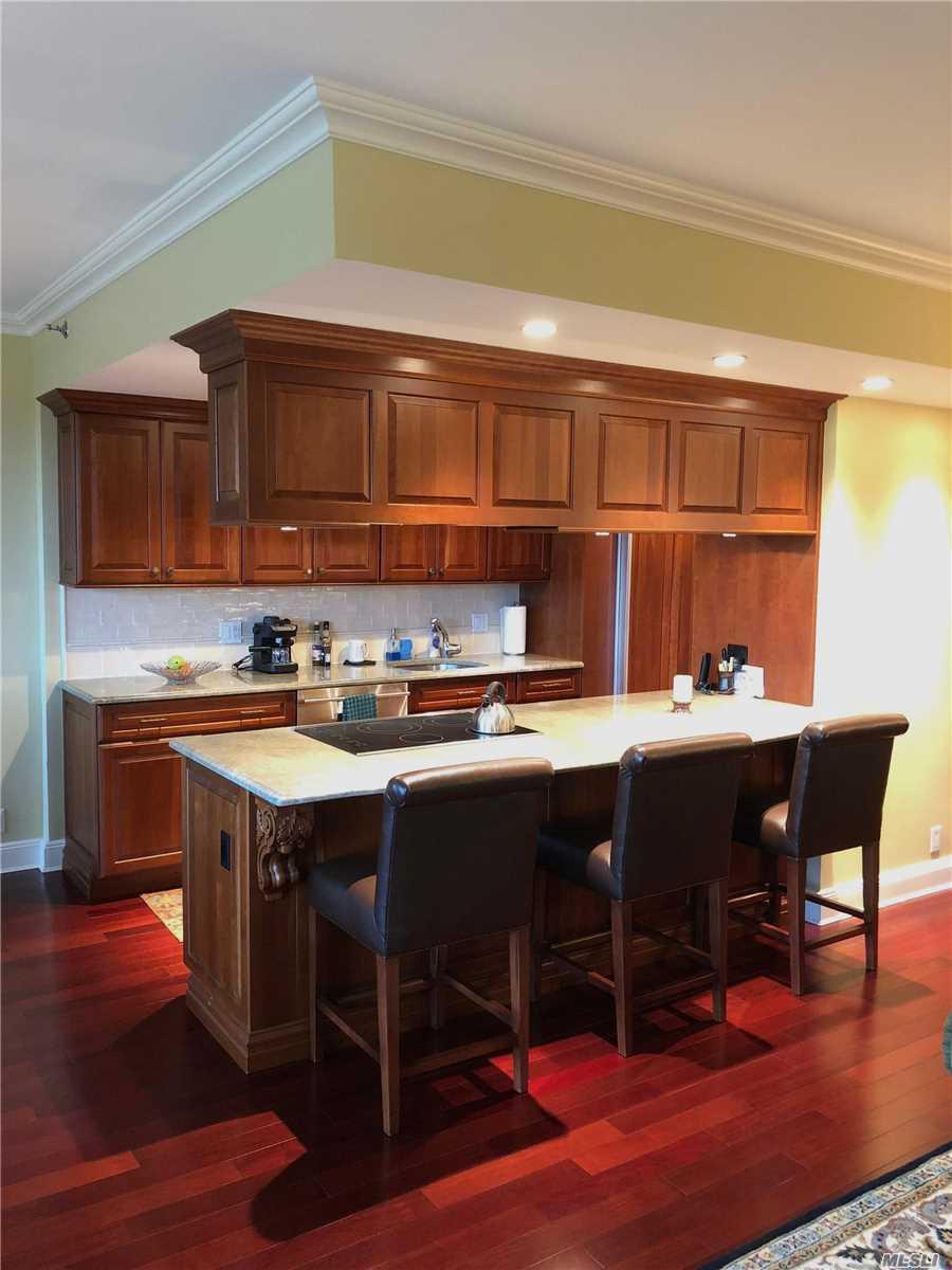 Property for sale at 100 Hilton Ave, Garden City,  NY 11530