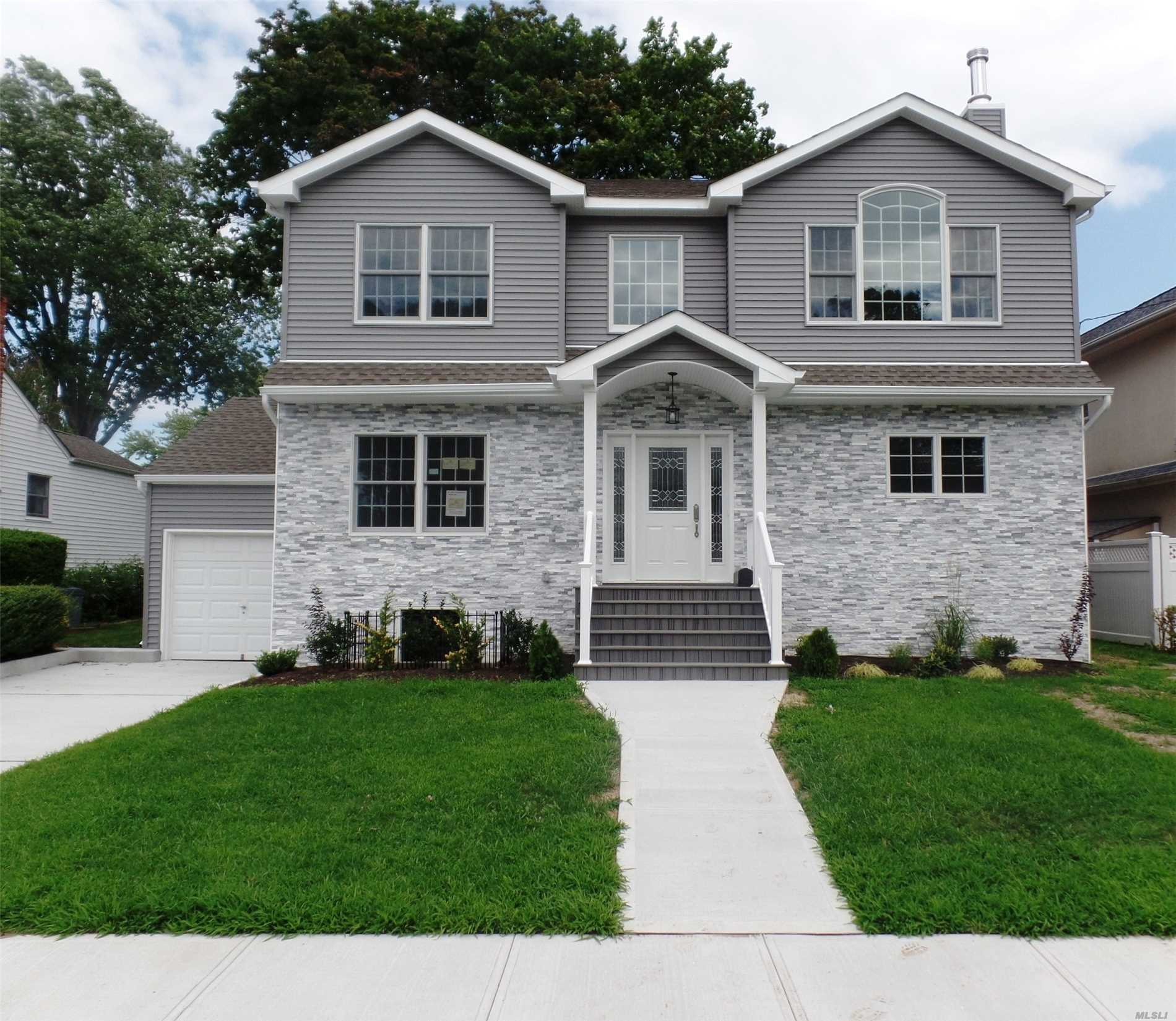 Photo of home for sale at 133 Ocean Ave, Massapequa Park NY