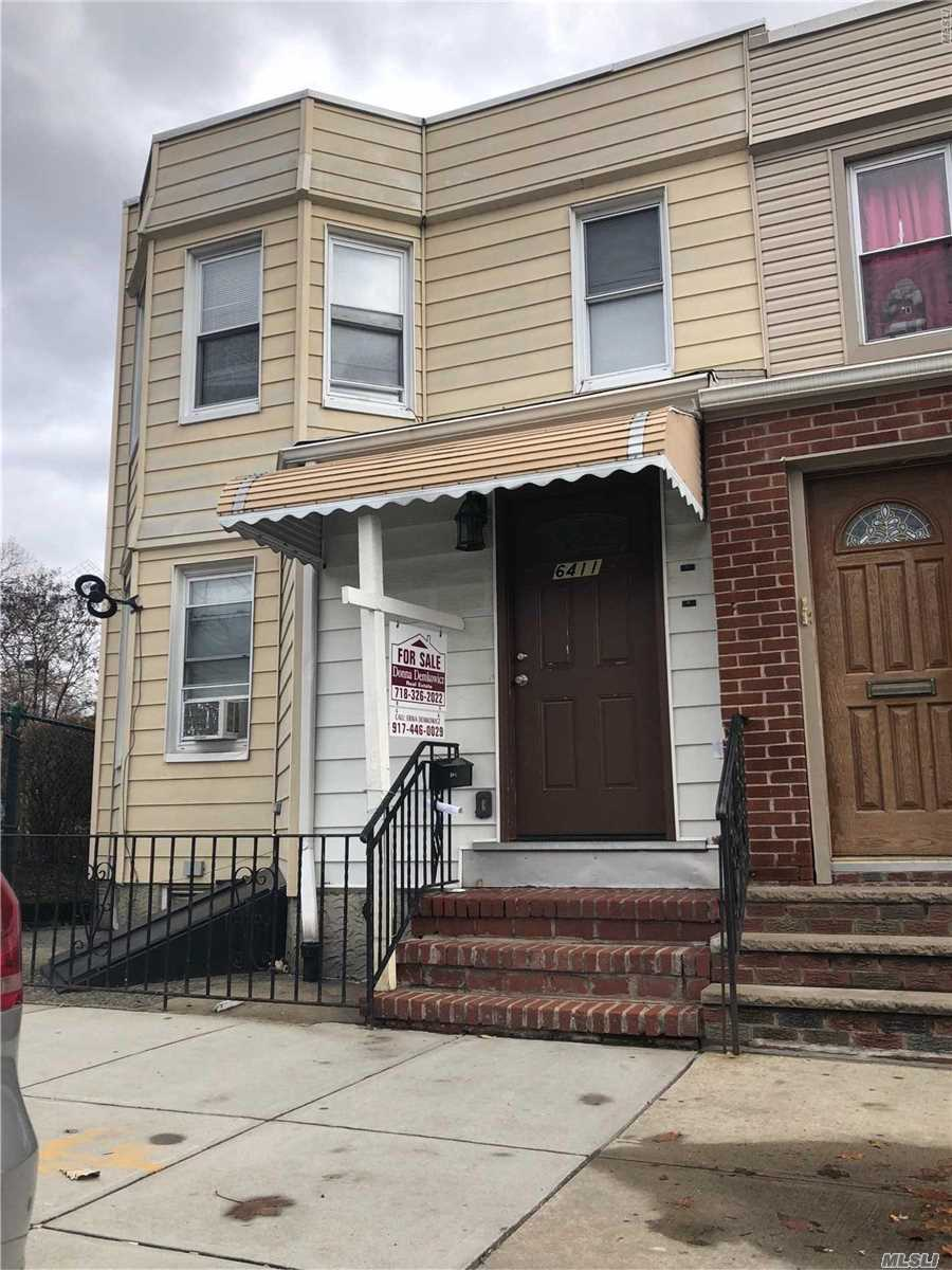 Photo of home for sale at 64-11 65th Ln, Middle Village NY