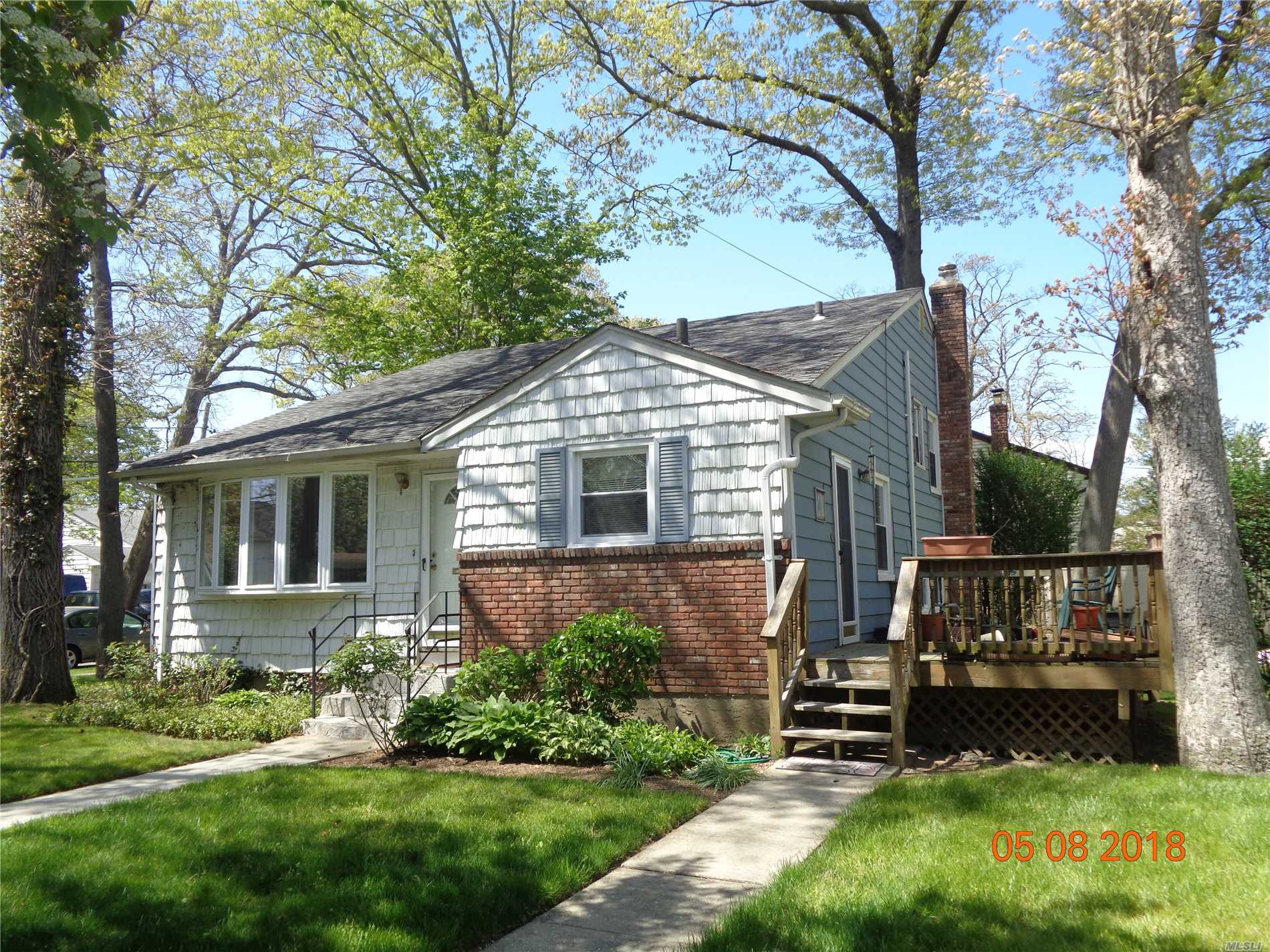 Photo of home for sale at 95 Colonial Ave, Freeport NY