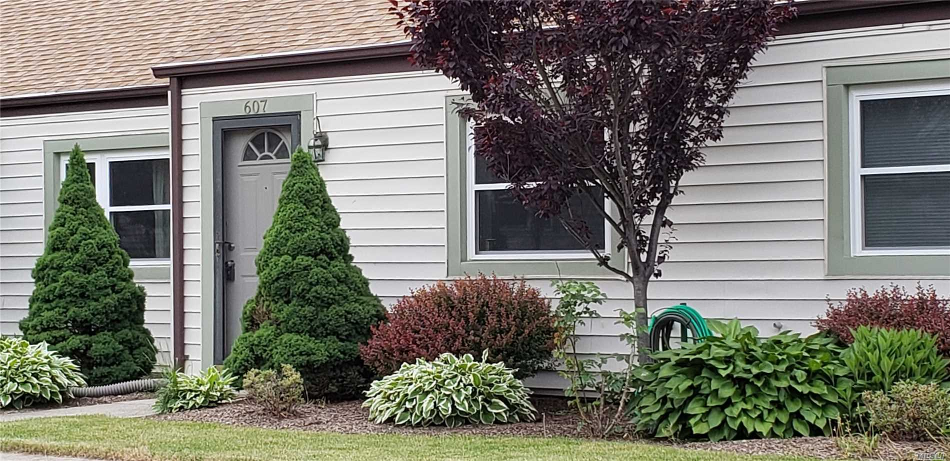 Property for sale at 607 Lake Ct, Middle Island,  NY 11953