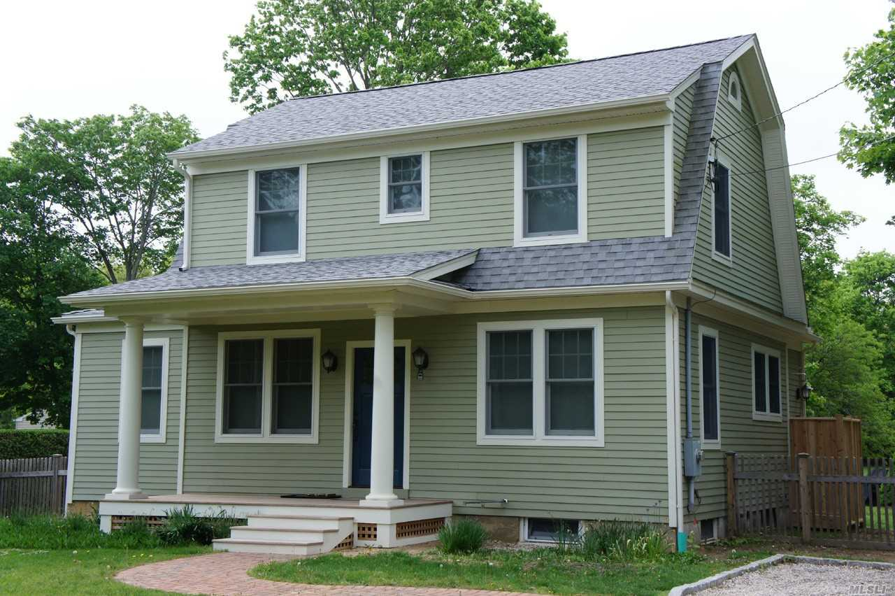 Photo of home for sale at 460 Bay Ave, East Marion NY