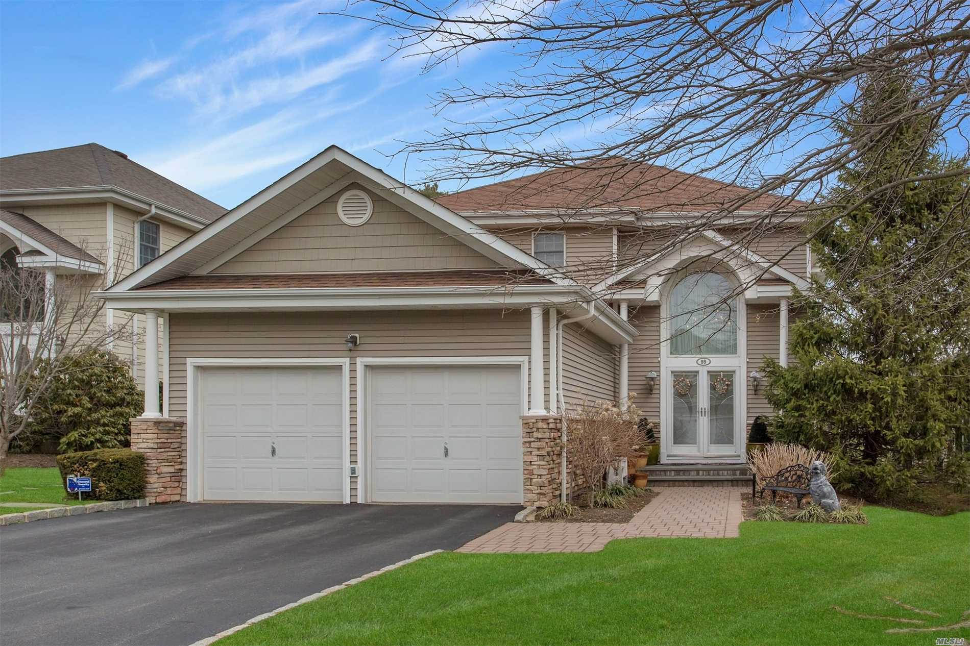 Photo of home for sale at 99 Redan Dr, Smithtown NY