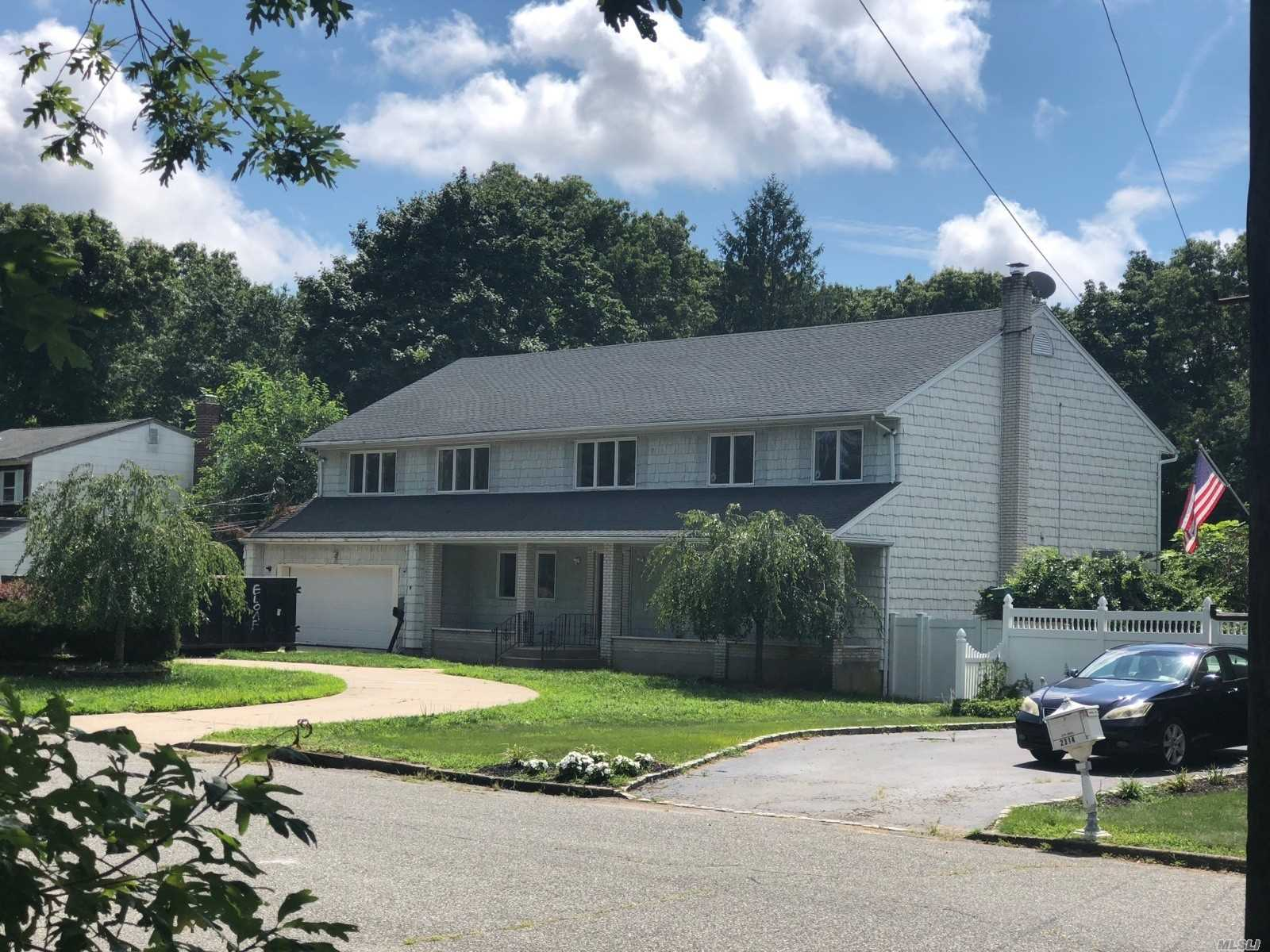 Photo of home for sale at 2306 Locust Ave, Ronkonkoma NY