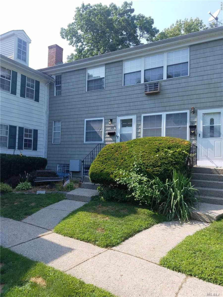 Property for sale at 510 Towne House Vlg, Hauppauge,  NY 11749