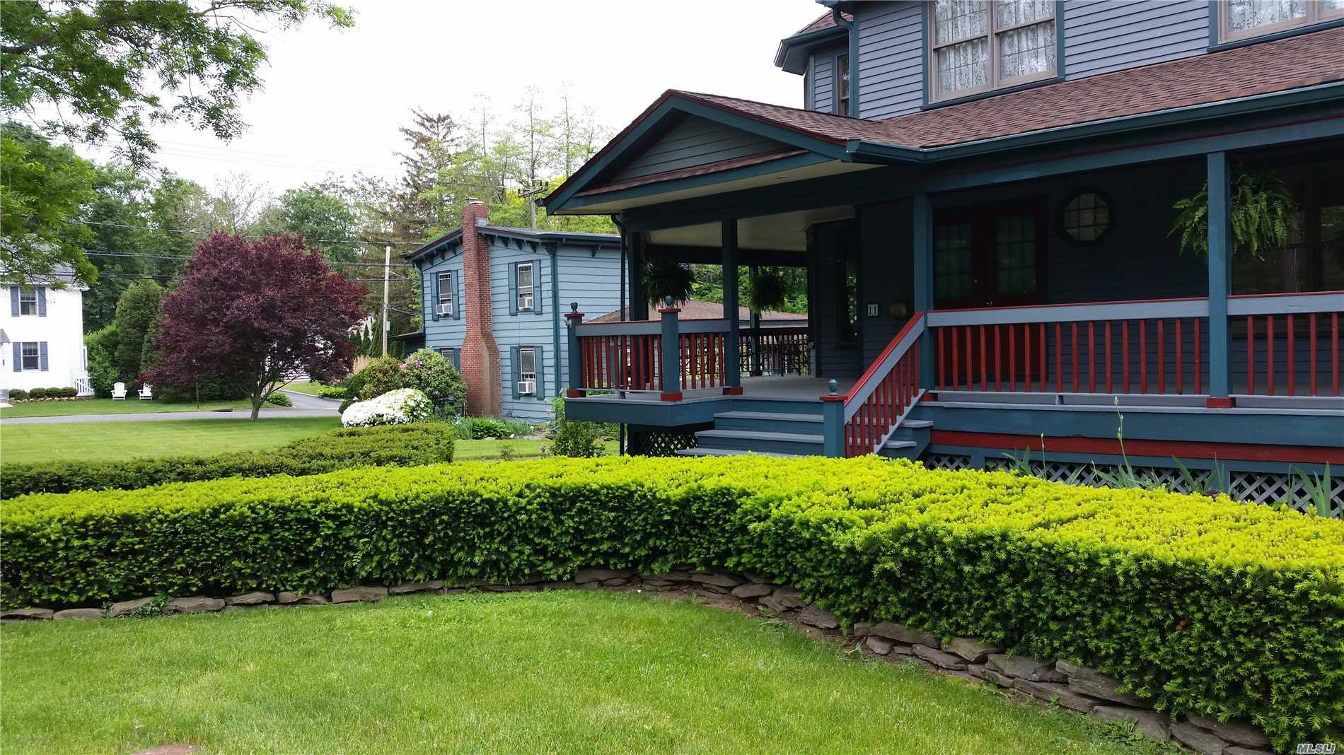 Photo of home for sale at 11 Summit Ave, Northport NY