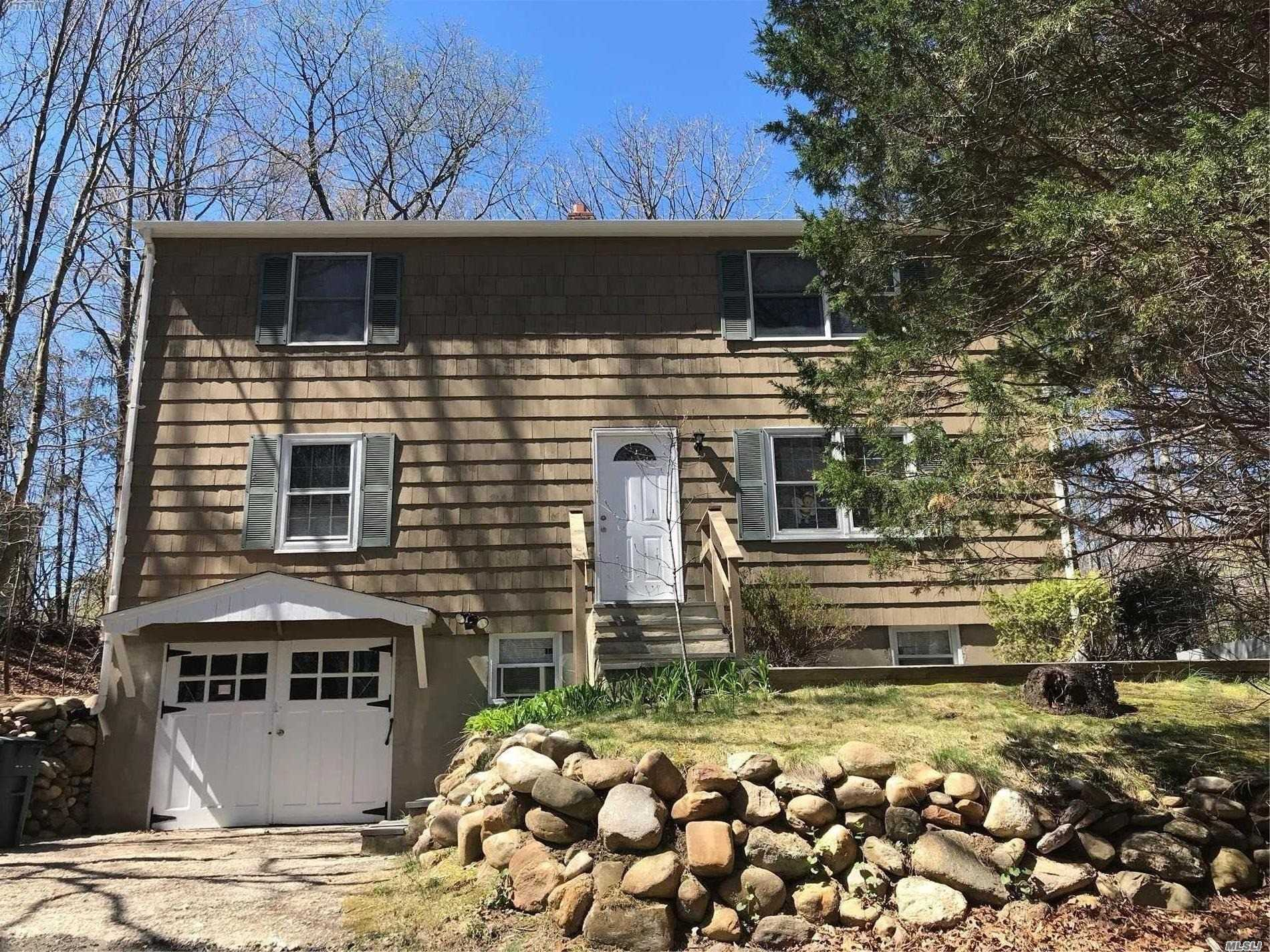 Photo of home for sale at 64 Ridgeway Ave, Setauket NY