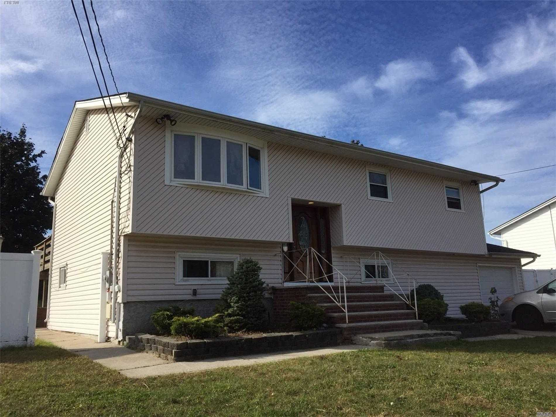 Photo of home for sale at 24 Oakley Ave, Massapequa NY