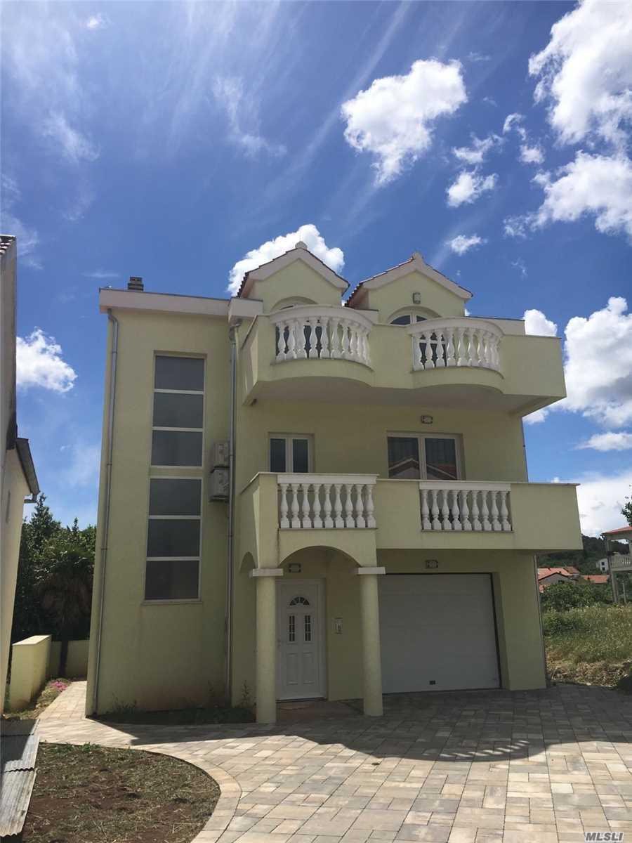 Photo of home for sale at 30 Raslinska Cesta, Sibenik /Raslina O