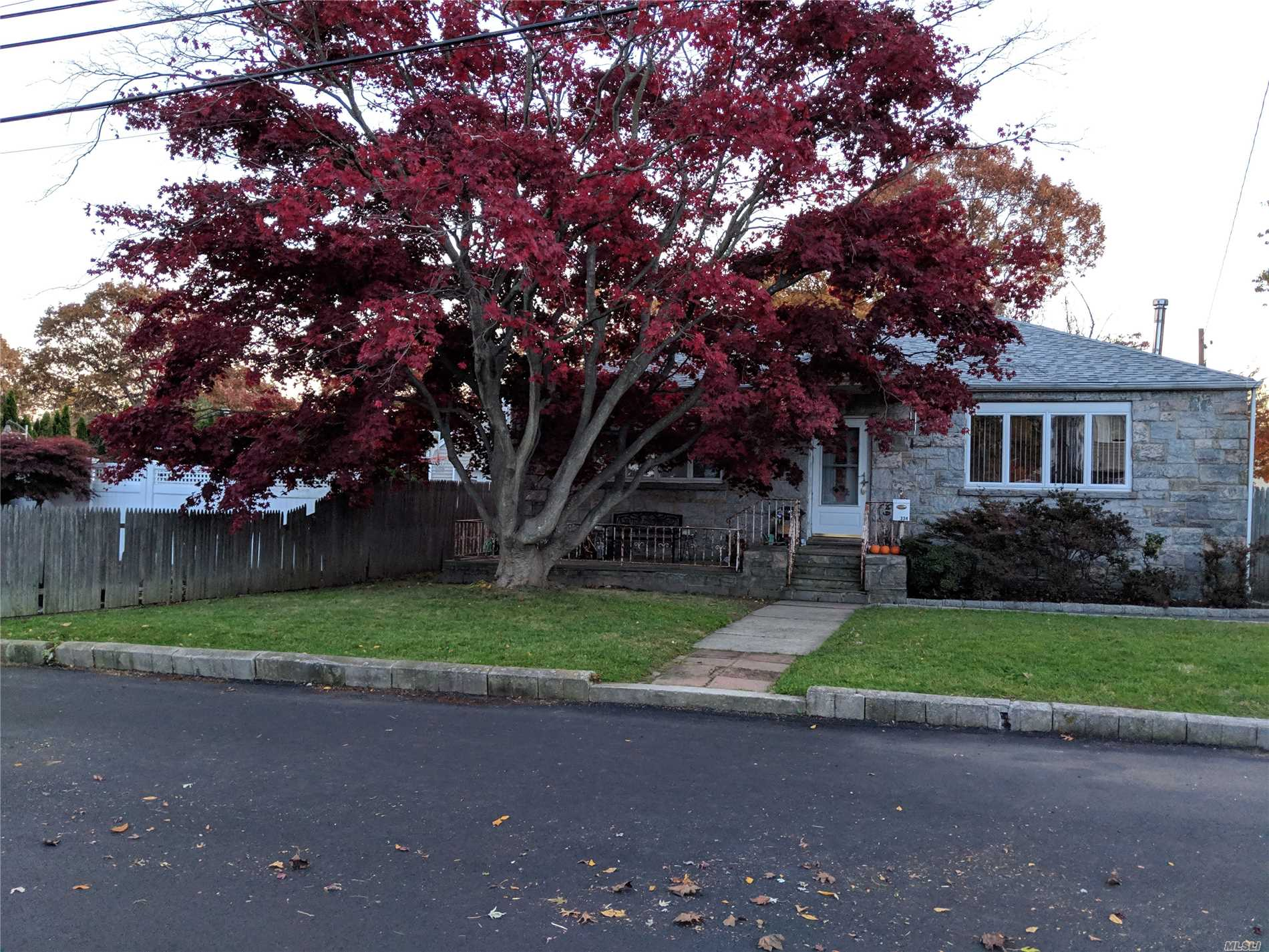 Photo of home for sale at 334 2nd St W, West Islip NY