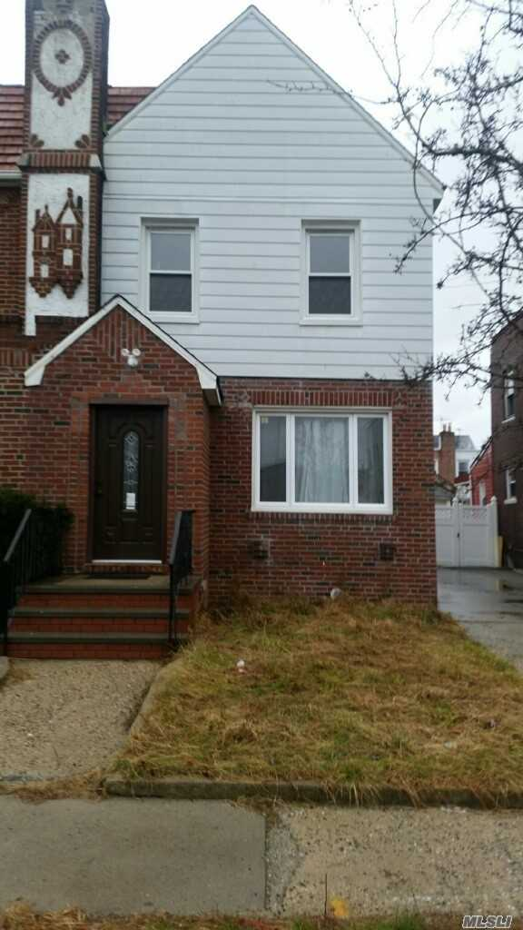 Photo of home for sale at 134-11 229th St, Laurelton NY