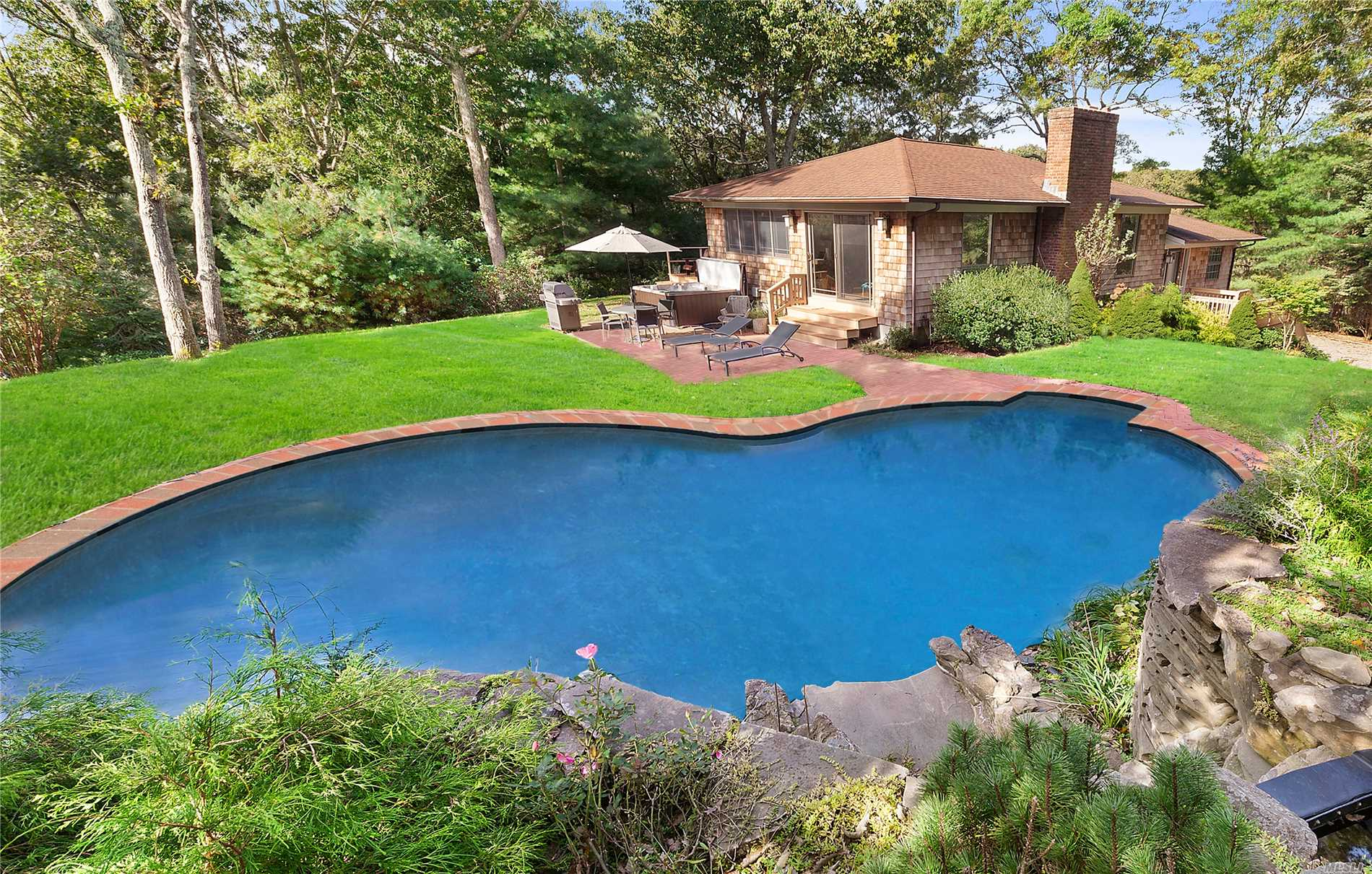 Photo of home for sale at 3 Quadrant Hill Rd, East Hampton NY