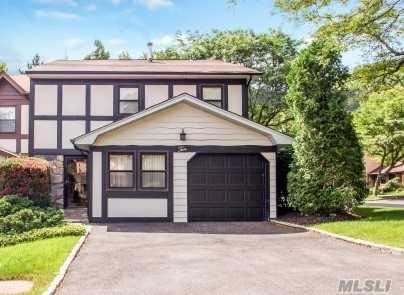 Property for sale at 10 Village Ln, Woodbury,  NY 11797
