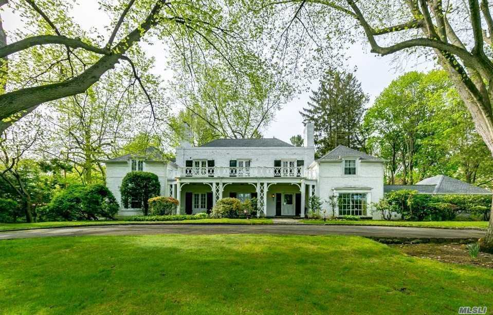 Photo of home for sale at 120 Windsor Gate, Great Neck NY