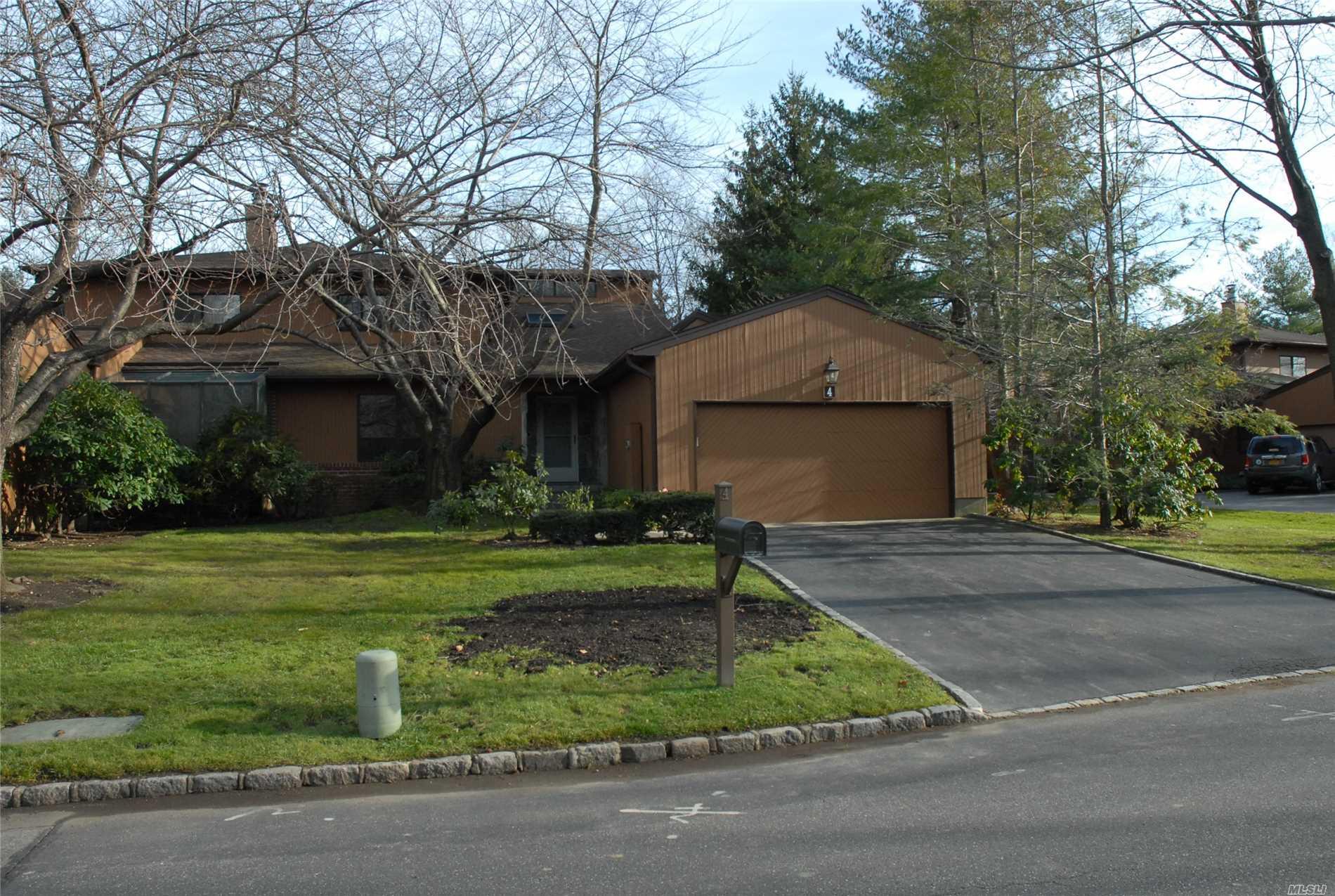 Property for sale at 4 Doral Dr, Manhasset,  NY 11030