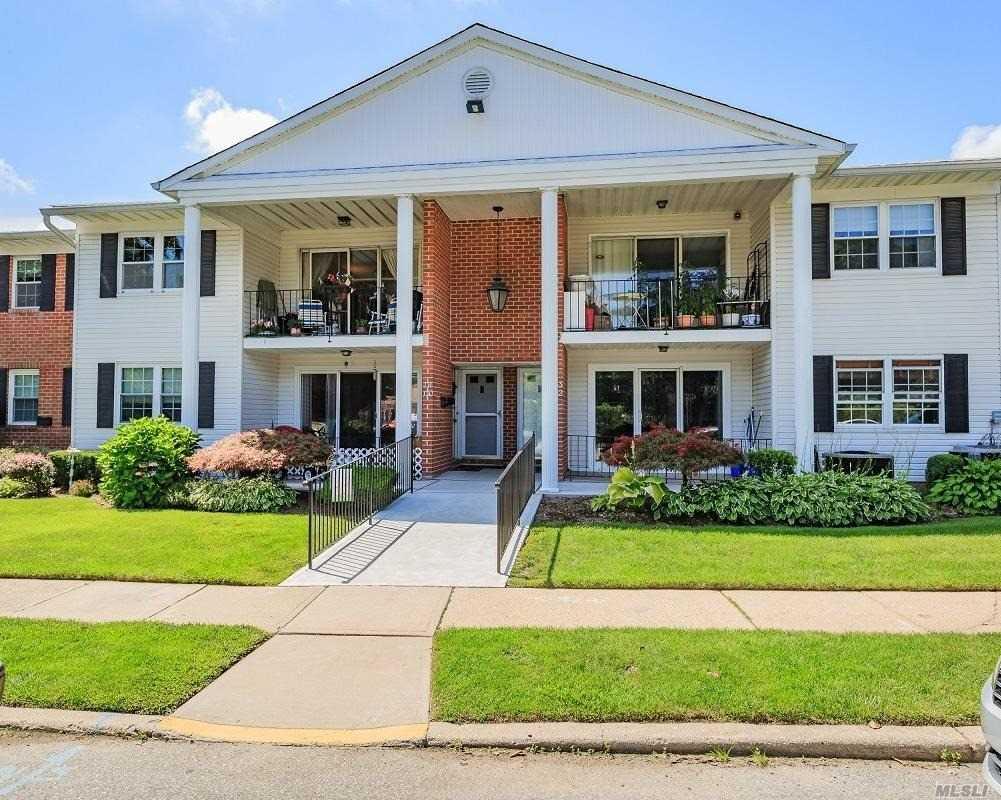 Property for sale at 130 Santa Barbara Dr, Plainview,  NY 11803