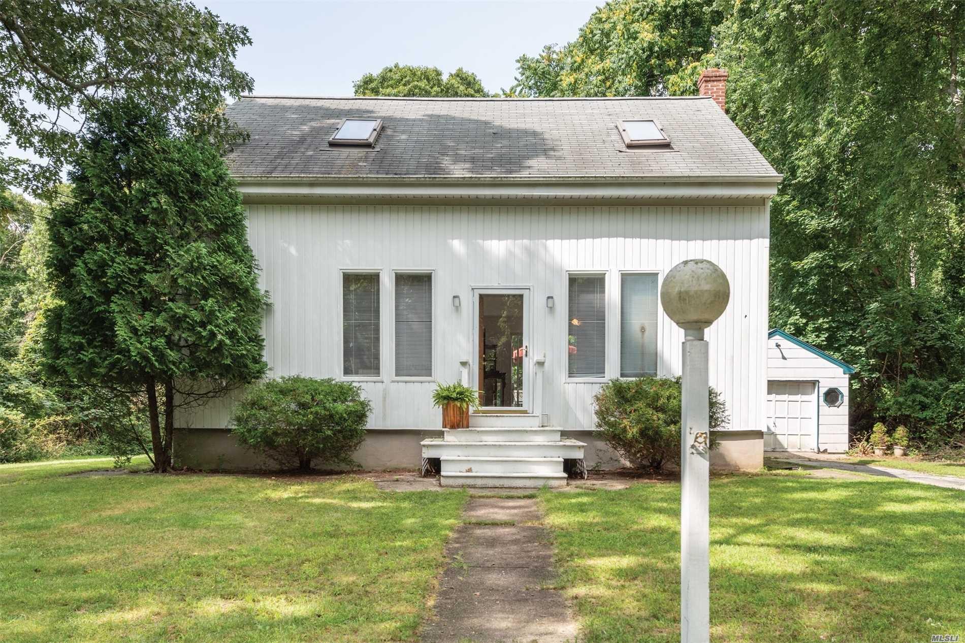 Photo of home for sale at 6 Arbutus Ln, Hampton Bays NY