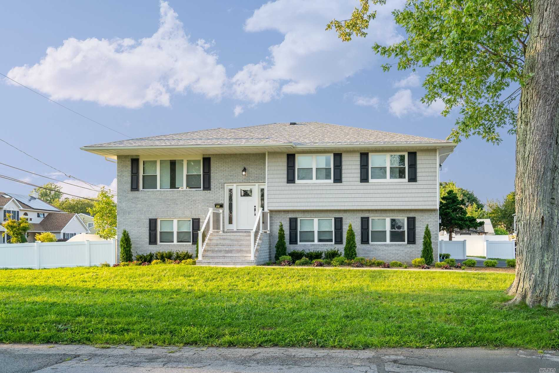 Photo of home for sale at 37 George Brown Plz, Amityville NY