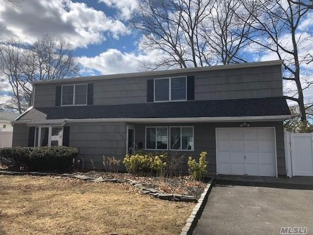 Photo of home for sale at 735 Hyman Ave, West Islip NY