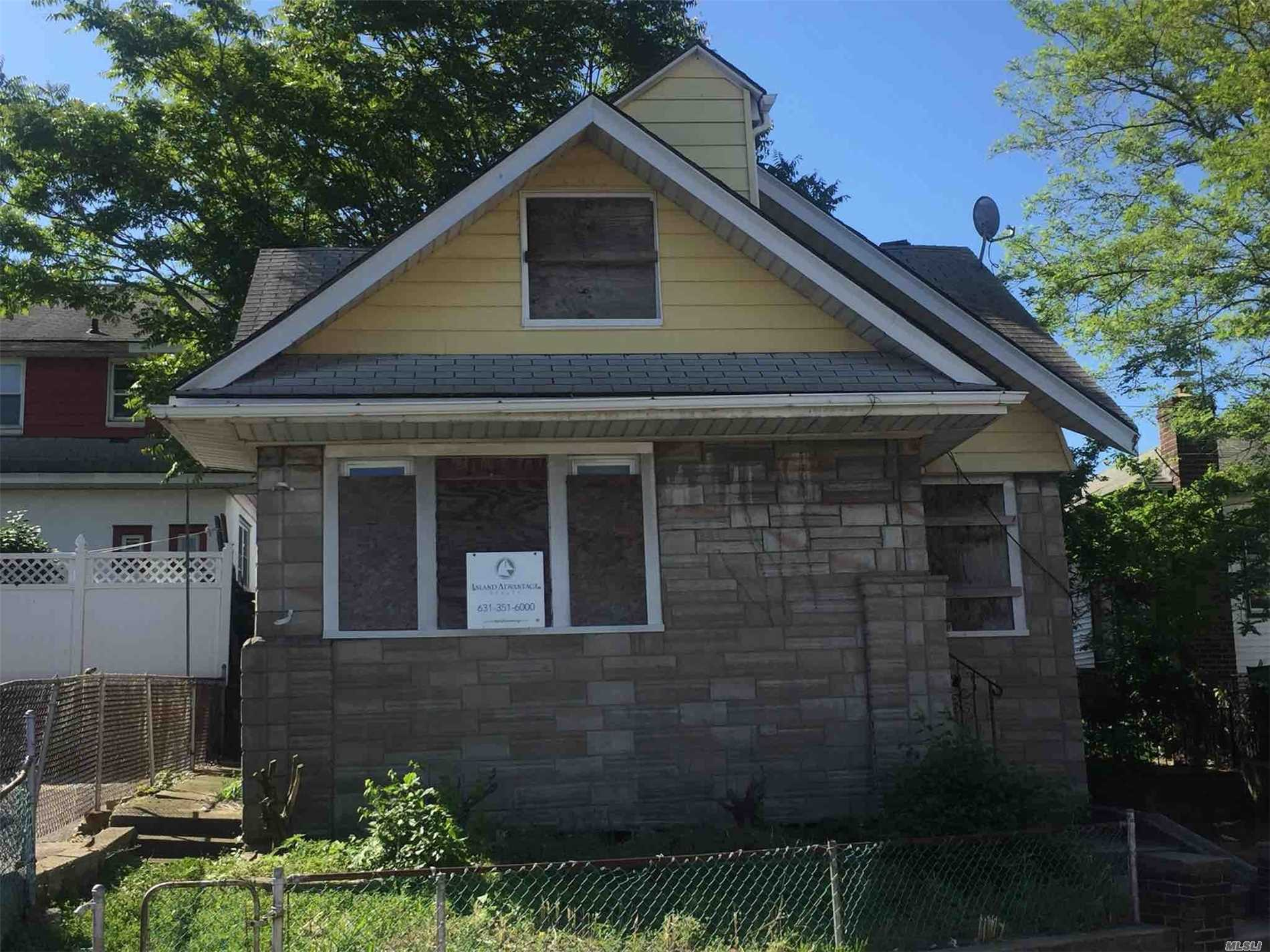 Photo of home for sale at 304 Camp Rd, Far Rockaway NY