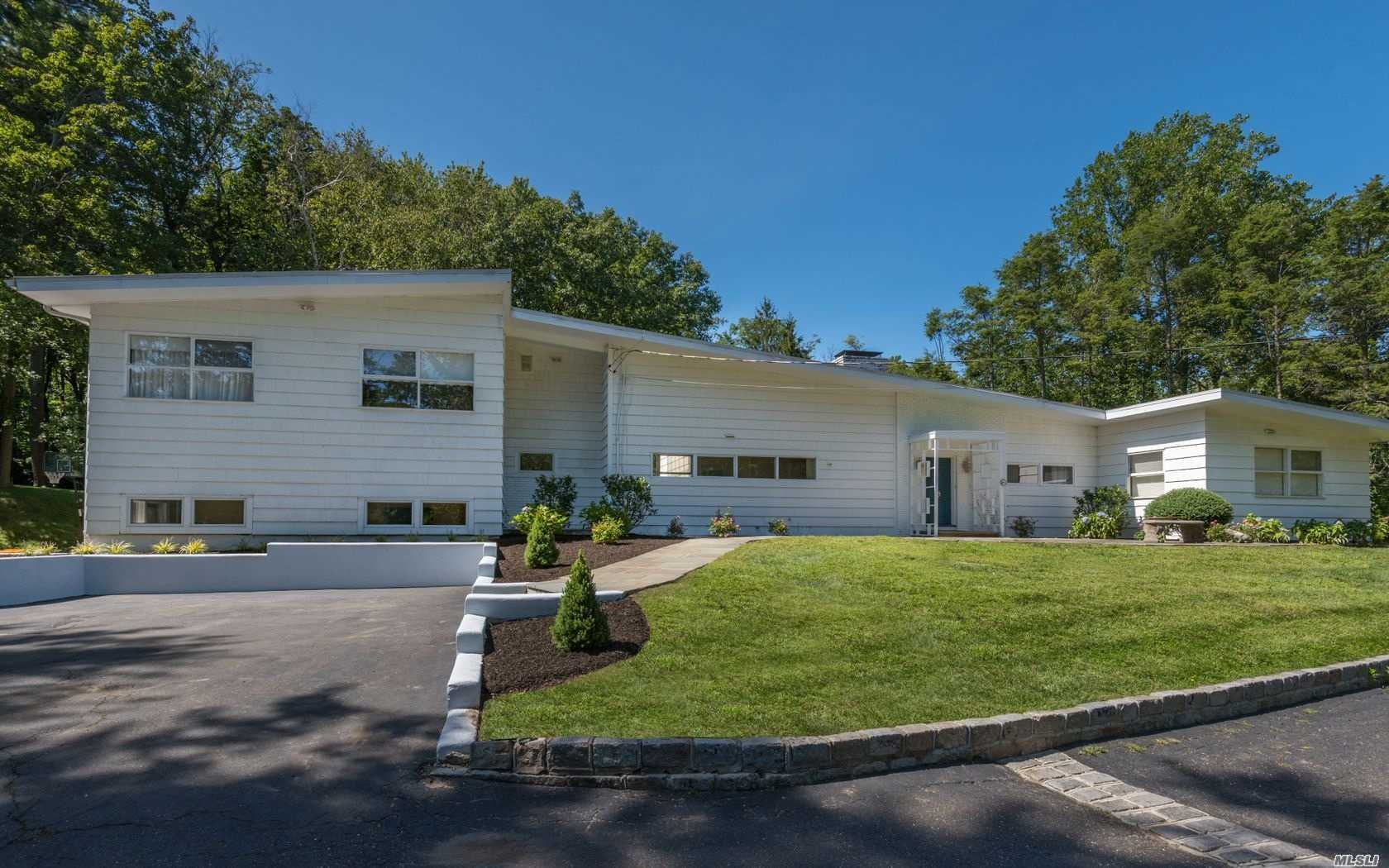 Photo of home for sale at 1 The Glen, Locust Valley NY