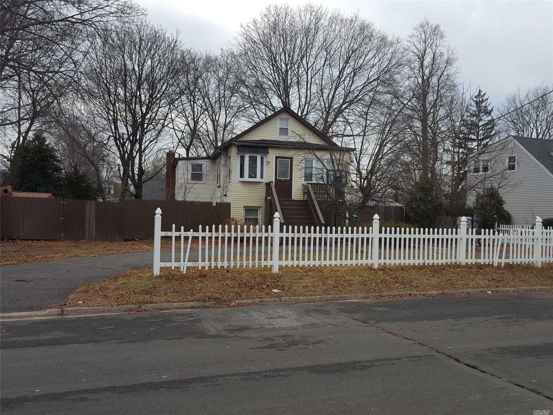 Photo of home for sale at 731 14th St, West Babylon NY