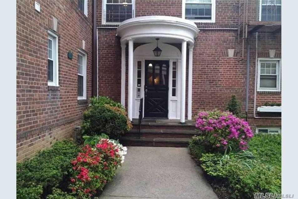 Property for sale at 8 Welwyn Rd Unit 2F, Great Neck,  New York 11021