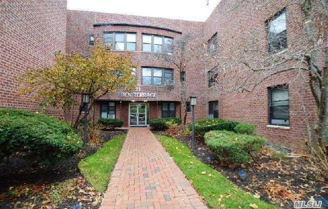 Property for sale at 71 Grace Ave, Great Neck,  NY 11021