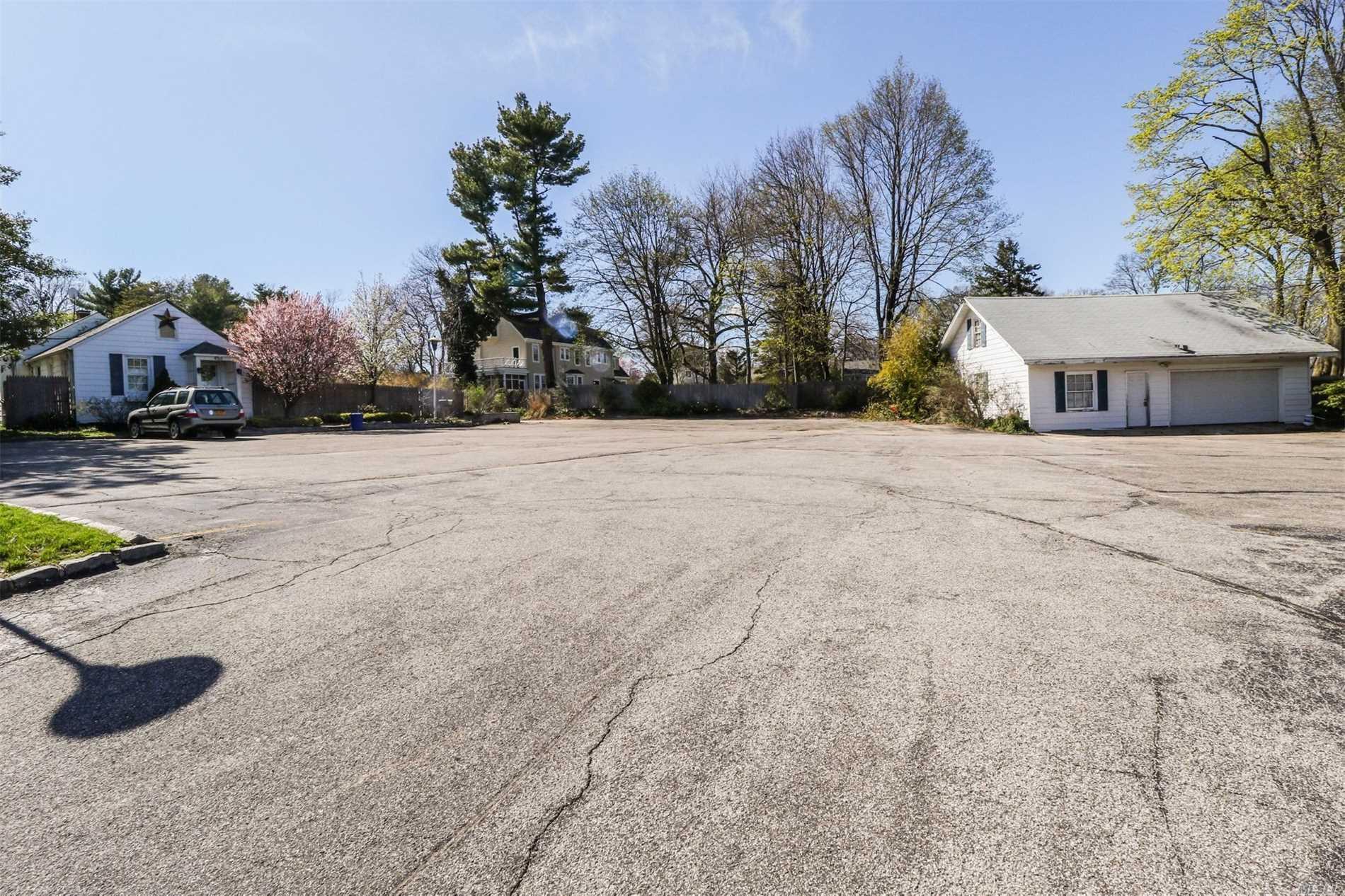 Photo of home for sale at 449 Main St W, Huntington NY