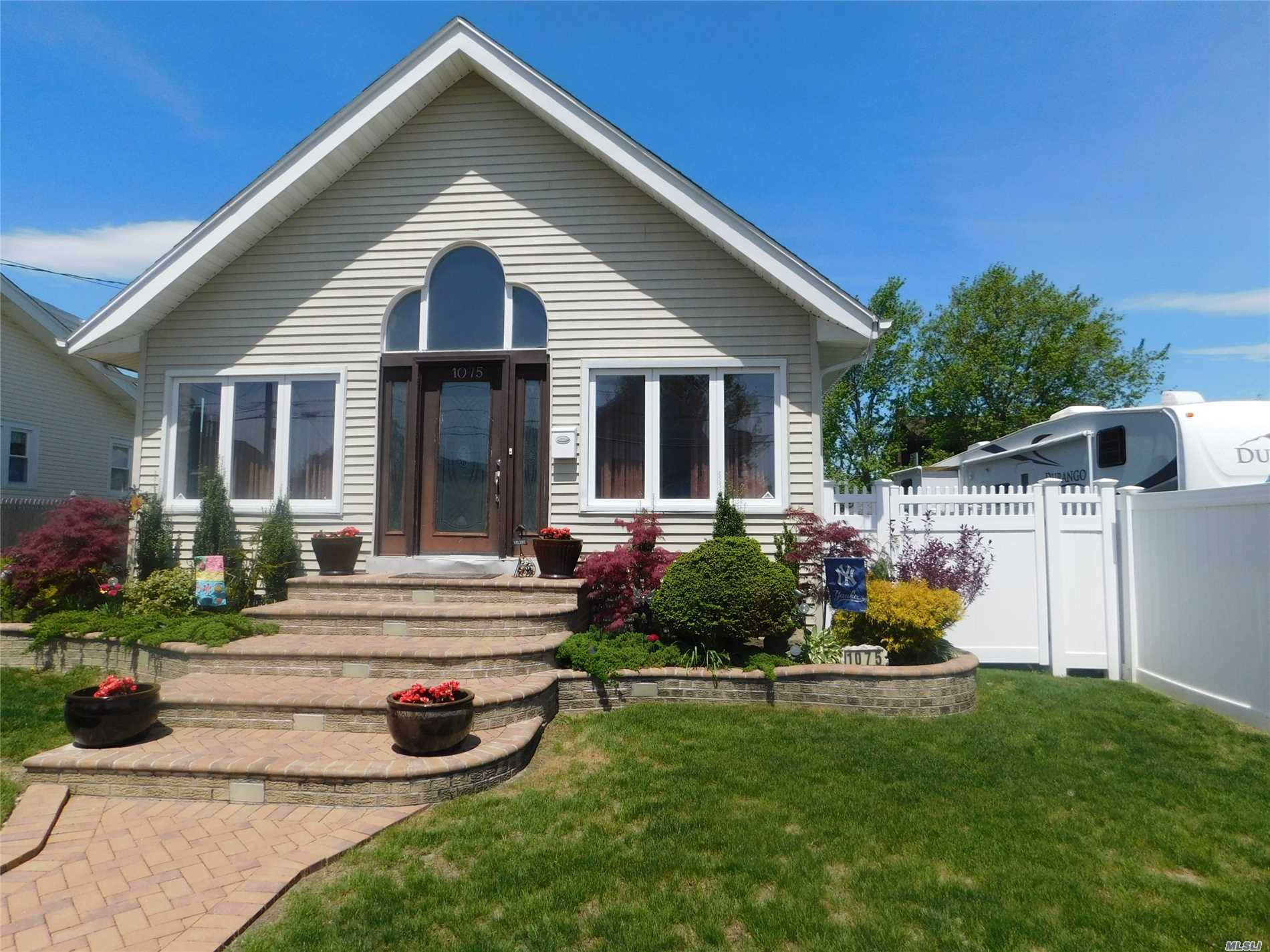Photo of home for sale at 1075 Van Buren St, Baldwin NY