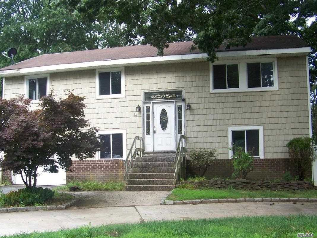 Photo of home for sale at 26 Evergreen Dr S, Selden NY