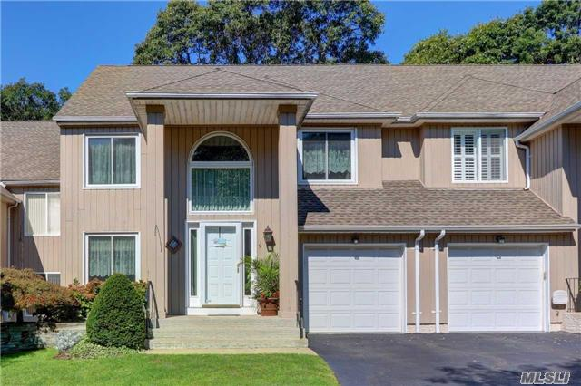 Property for sale at 9 Stone Gate Ct, Smithtown,  NY 11787