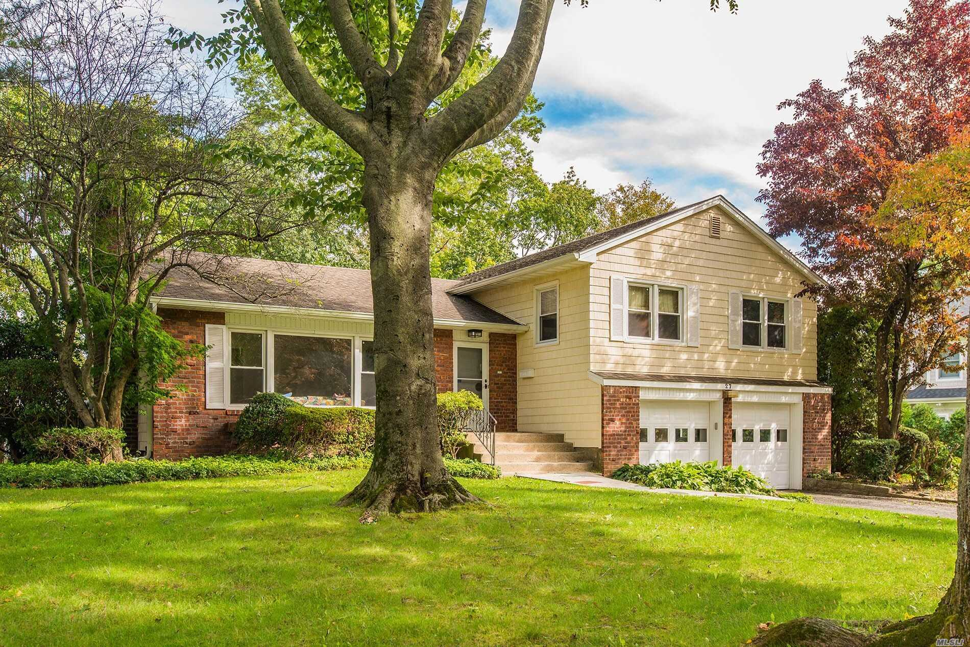 Photo of home for sale at 27 Beechwood Rd, East Hills NY