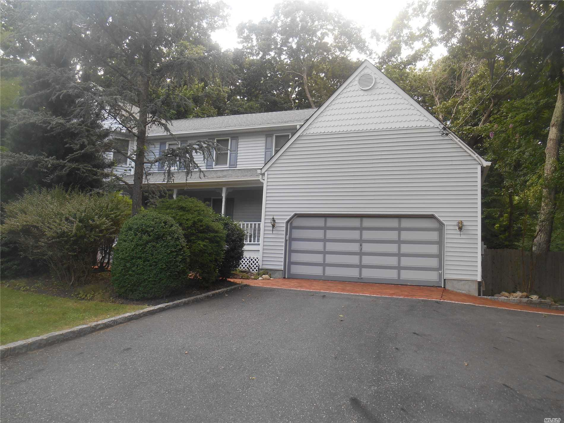 Photo of home for sale at 81 Country Rd N, Shoreham NY