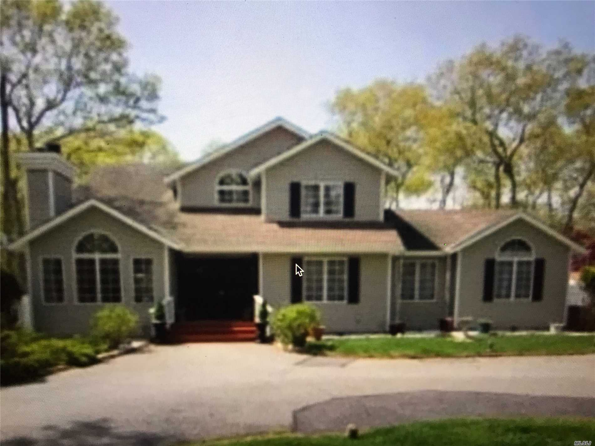 Photo of home for sale at 18 Winterberry Ln, East Hampton NY